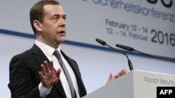 Ресей премьер-министрі Дмитрий Медведев Мюнхенде қауіпсіздік жөніндегі халықаралық конференцияда сөйлеп тұр. 13 ақпан 2016 жыл.