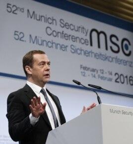 Дмитрий Медведев выступает на конференции в Мюнхене. 13 февраля 2016 года