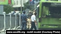 23 июнь куни Тошкентда ёниб кетган Merсedes Benz русумидаги автобус.