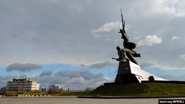 Монумент «Солдат и матрос» в Севастополе