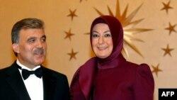 Претседателот Абдула Ѓул и сопругата Харуниса