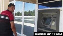 Türkmenistanyň banklarynda 2016-njy ýylyň başyndan bäri walýuta çalşylmaýar