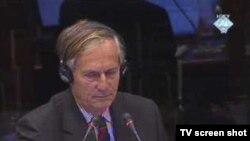 General Michael Rose za vrijeme svjedočenja na suđenju Radovanu Karadžiću 7. oktobra 2010. godine