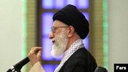 رهبرجمهوری اسلامی واکنش برخی از دولتهای کشورهای اسلامی در قبال بحران غزه را «خوب» و در عین حال «ناکافی» دانست. (عکس: FARS)