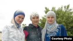 Бертуган апалы-сеңелле дизайнерлар: Айгөл Закирова, Лира Гараева, Римма Сибгатуллина
