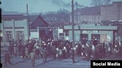 Да вайны каля цяперашняй станцыі мэтро быў Суражскі рынак. Фота часоў нямецкай акупацыі