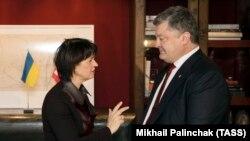 Президенты Швейцарии и Украины - Дорис Лойтхард и Пётр Порошенко (Давос, 17 января 2017 г.)