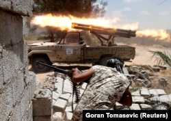 Войска правительства в Тобруке сражаются с исламистами под городом Сирт. 2018 год
