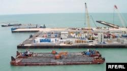 Каспий теңізі қайраңындағы Д аралы. Қашаған кен орыны, 2009 жыл.