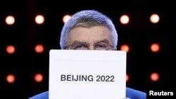 Председатель МОК Томас Бах объявляет, что Пекин станет местом проведения зимней Олимпиады-2022