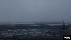 Вид на російське місто Нікель поблизу кордону з Норвегією