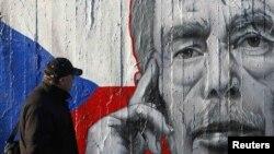 Një mural me portretin e Vaclav Havelit, në Pragë.
