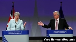 Theresa May və Jean-Claude Juncker