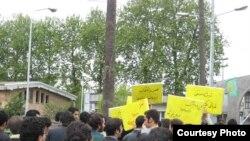 دانشجویان دانشگاه صنعتی بابل دست به تحصن زده اند