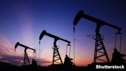 Нефтевышки на закате