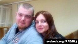 Павал Вінаградаў разам з жонкай у судзе