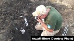 Встановленням осіб загиблих членів екіпажу займалася громадська організація «Пошук – Дніпро»
