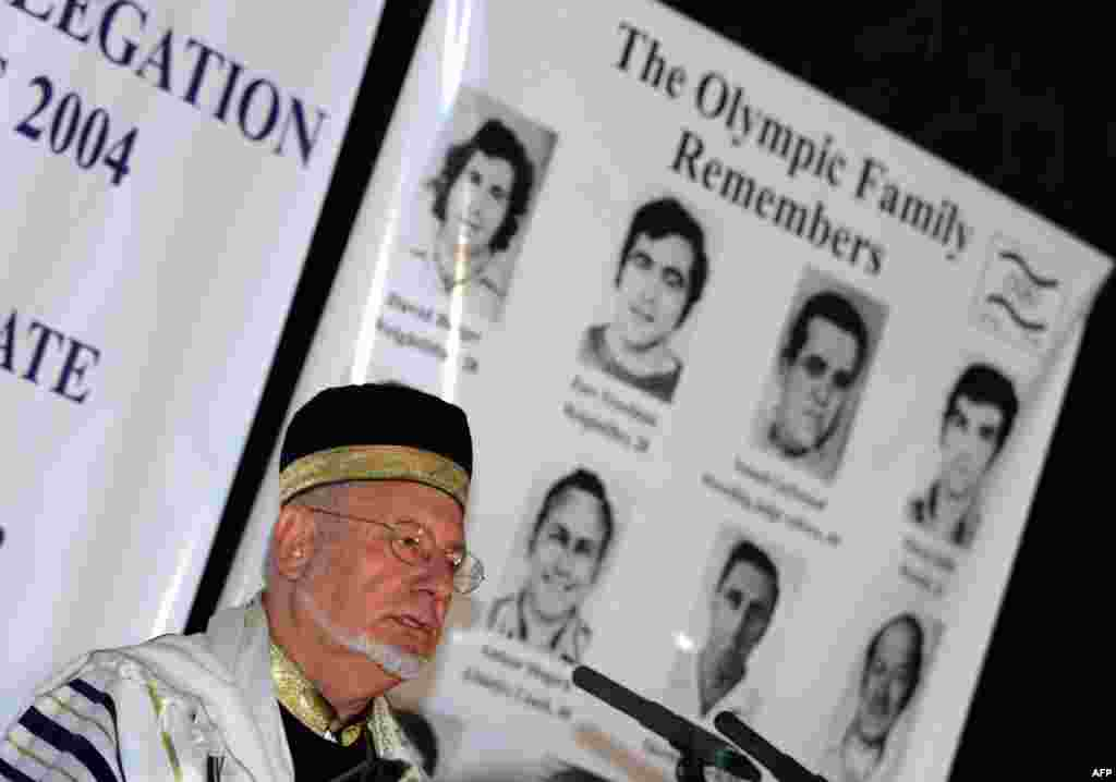 Athens rabbi Jakov Arar speaks at a memorial event in the Greek capital in 2004 for the Israeli victims of the 1972 Munich attack.