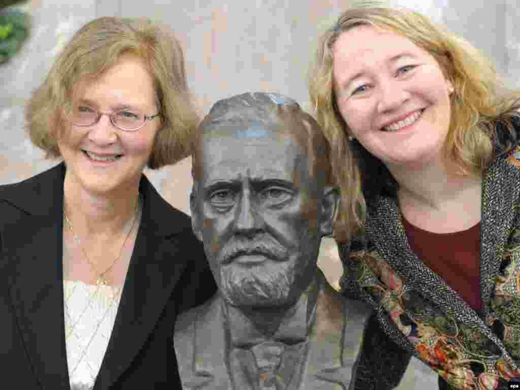 Elizabet Blekbërn dhe Karol Greider, laureatet e çmimit për mjekësi.