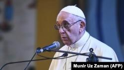 Бангладеш -- Папа Франциск, ГIур. 1, 2017