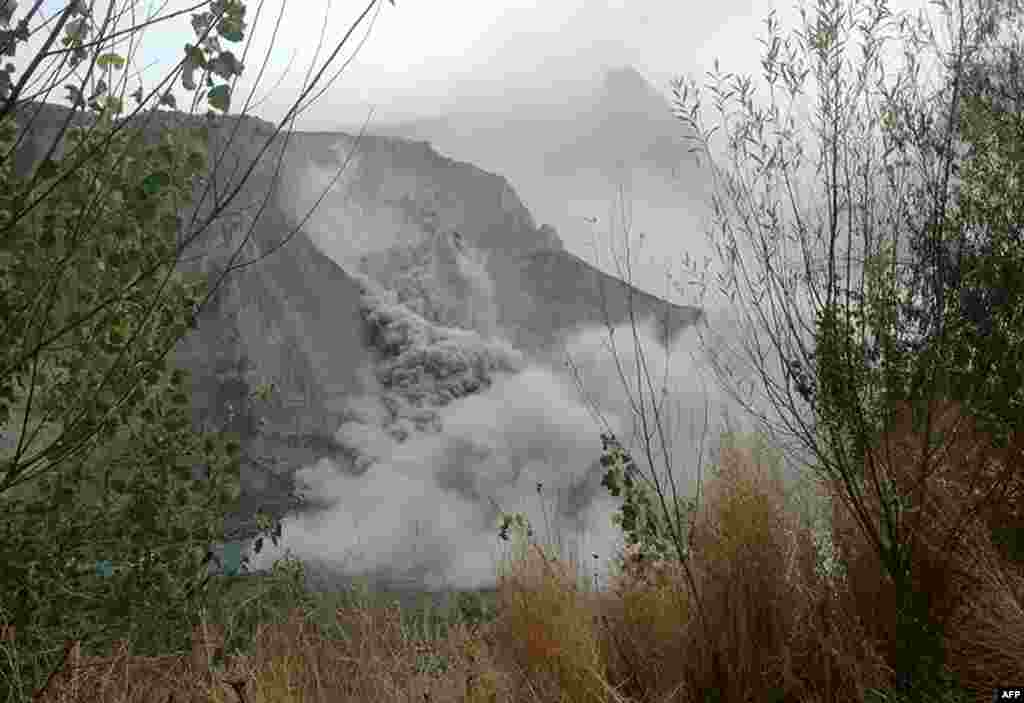 A landslide in Pakistan's northern Hunza Valley following the earthquake