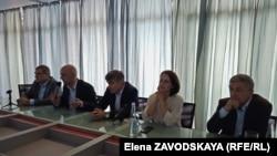 Слева направо: Астамур Отырба, Алмас Джапуа, Артур Анкваб, Тея Аршба, Вадим Смыр