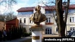 Бюст Аляксандра Суворава на віцебскай пешаходнай вуліцы