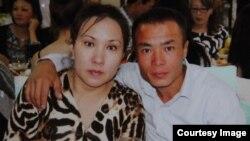 Супруги Айнур Есимбекова и Ринат Малыбеков на свадьбе родственника. Фото из семейного архива.