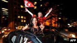 Канадские болельщики празднуют успех своей хоккейной команды в Ванкувере