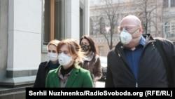 Людмила Марченко, до речі, прийшла до Ради в ось такій гіпюровій масці