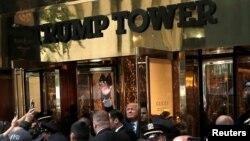 ԱՄՆ - Նախագահի թեկնածու Դոնալդ Թրամփը ողջունում է Trump Tower-ի դիմաց հավաքված աջակիցներին, Նյու Յորք, 8-ը հոկտեմբերի, 2016թ․