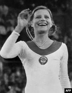 Вольга Корбут з залатым алімпійскім мэдалём на Алімпіядзе ў Мюнхене ў 1972 годзе
