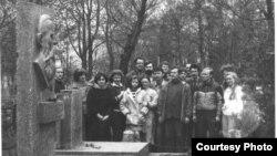 Пахаднянцы ў Жупранах ля магілы Францішка Багушэвіча