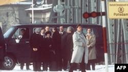 Soviet dissident Natan Sharansky (in hat) is shown on the Glienicke Bridge during a prisoner swap on February 11, 1986.
