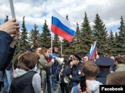 "Лилия Чанышева на митинге ""Он нам не царь"" в Уфе"