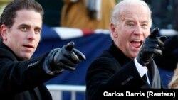 Вице-президент США Джо Байден со своим сыном Хантером после церемонии инаугурации президента США Барака Обамы в Вашингтоне, 20 января 2009 года