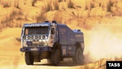 Камаз машинасы Тунис чүлендә