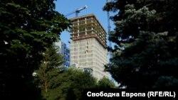 """Небостъргачът """"Златен век"""" в София"""