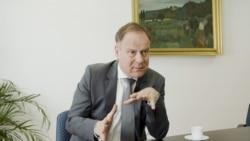 """""""Magyarország demokrácia"""" – interjú Navracsics Tiborral"""