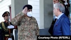 عبدالله عبدالله رئیس شورای عالی مصالحۀ ملی همراه با قمر جاوید باجوه لوی درستیز اردوی پاکستان
