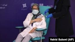 مینو محرز، مسئول تیم نظارت بر فاز مطالعات بالینی واکسن ایرانی «برکت»