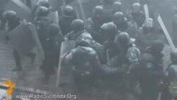 Поранені силовики на вулиці Інститутській у Києві