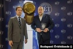 Jászai Gellért (jobbra) a Budapesti Értéktőzsdén