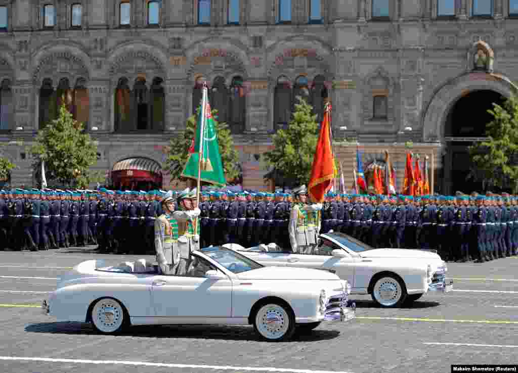 Туркменські військовослужбовці брали участь у параді до Дня Перемоги в Росії. Також у параді брали участь військові з Азербайджану, Білорусі, Вірменії, Індії, Казахстану, Киргизстану, Китаю, Молдови, Монголії, Сербії, Таджикистану й Узбекистану