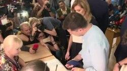 Відео: Зеленський та Порошенко голосують на виборах в Раду