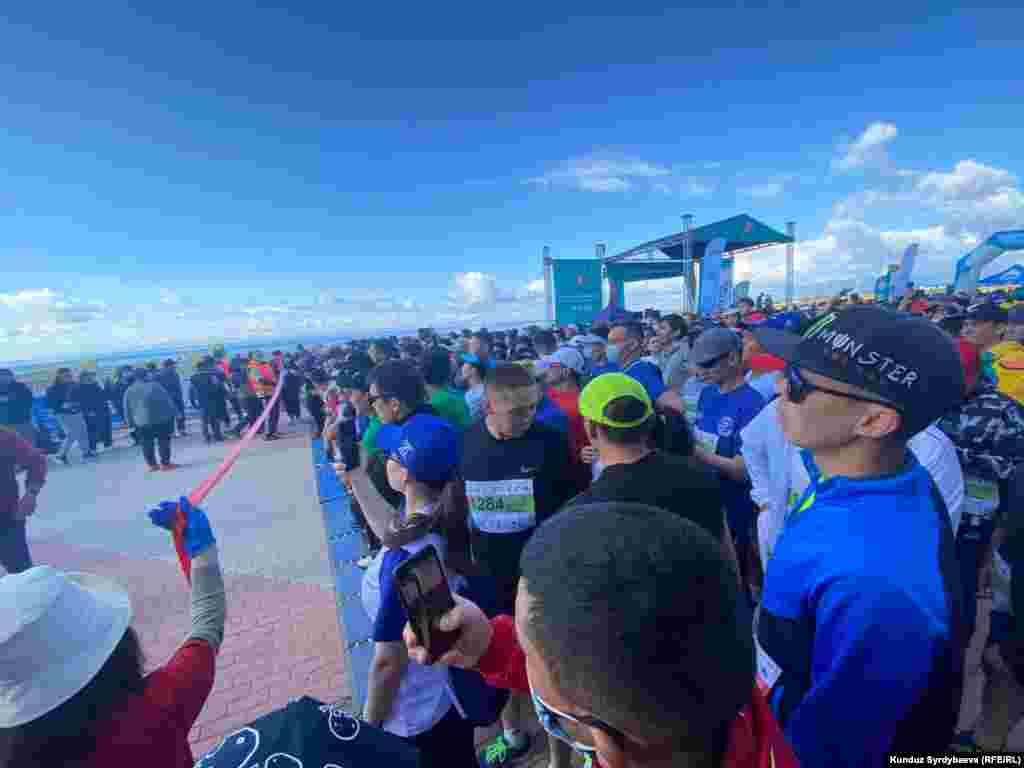 Катышуучулар 42 чакырым 195 метр, 21 чакырым 97 метр (жарым марафон), 10 жана 3 чакырым аралыктарда жарышты.