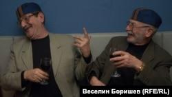 """Обвиненият като поръчител на убийството на Луканов Ангел Василев (вляво) и бившият ръководител на пресцентъра на кабинета """"Виденов"""" Красимир Райдовски през 2005 г."""