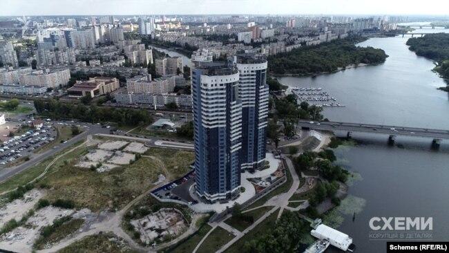 Житловий комплекс «Сонячна Рів'єра» на лівому березі Дніпра в Києві