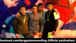Эркин күрөш боюнча Кыргызстандын чемпионатынын 70 килограмм салмакка чейинки байге ээлери. 30-январь, 2021-ж. Бишкек.