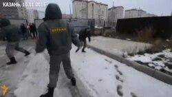Казанский чиновник убегает от народа